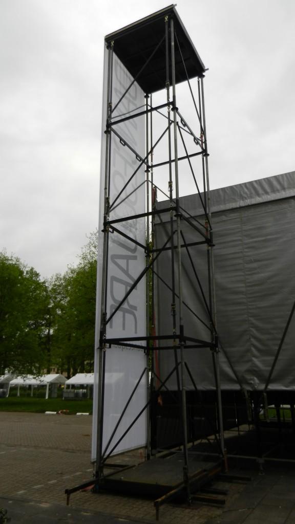 geluidstoren 10 m. hoog met vliegpunt van 1500 kg.