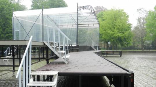 transparant podium met passarel 5 mei breda